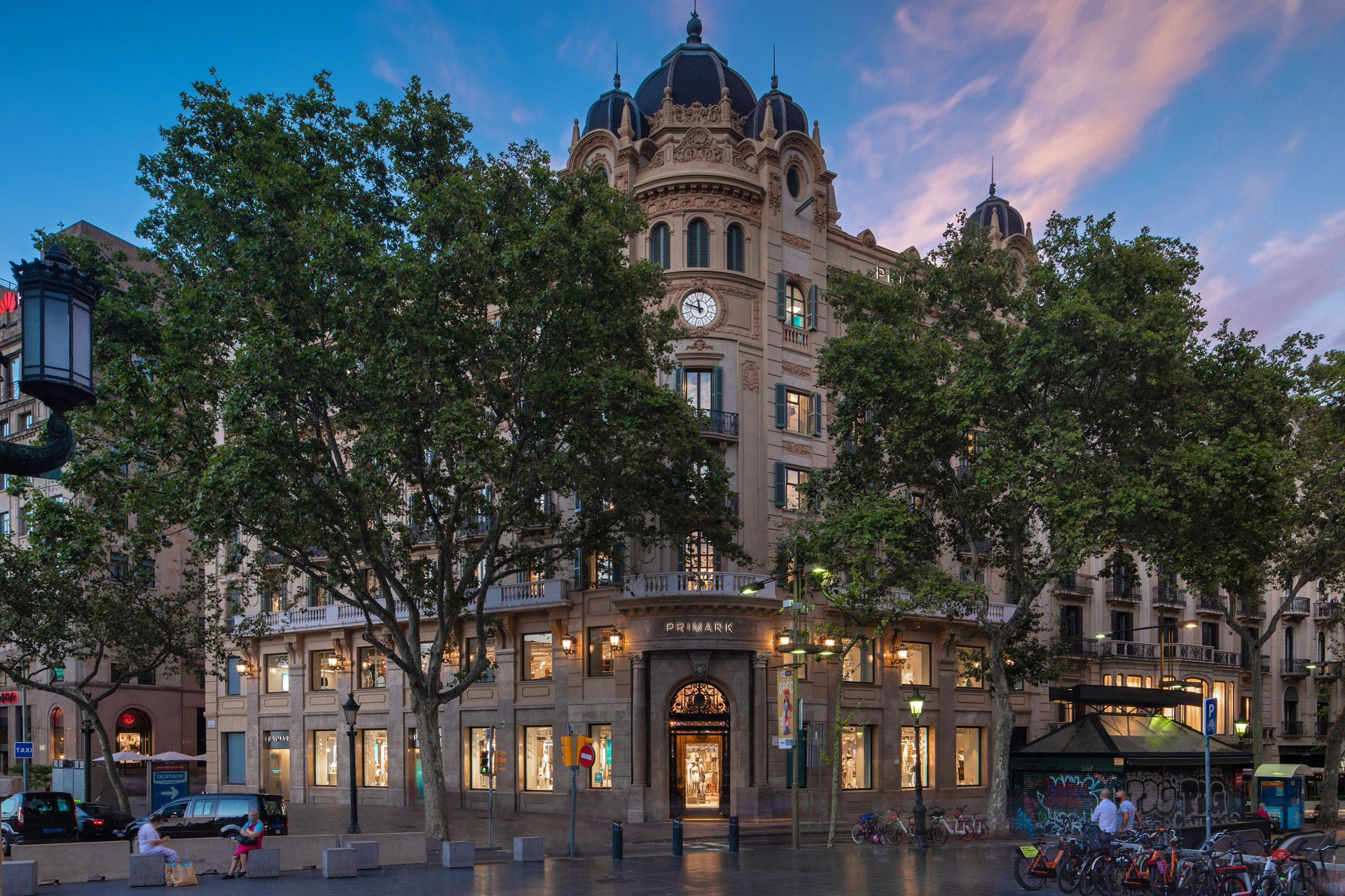 Primark-s-flagship-Barcelona-store-which-sits-at-the-heart-of-the-famous-Las-Ramblas-boulevard---Credit-Cloud9-Photography-Leeds